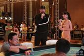 图文:2012WPT中国赛 世界排名第一的Phil讲解