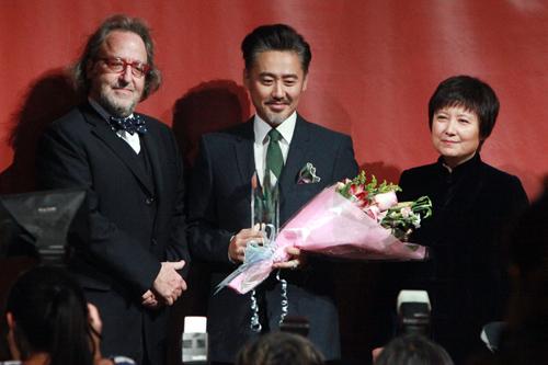 吴秀波获颁亚洲杰出贡献艺人奖