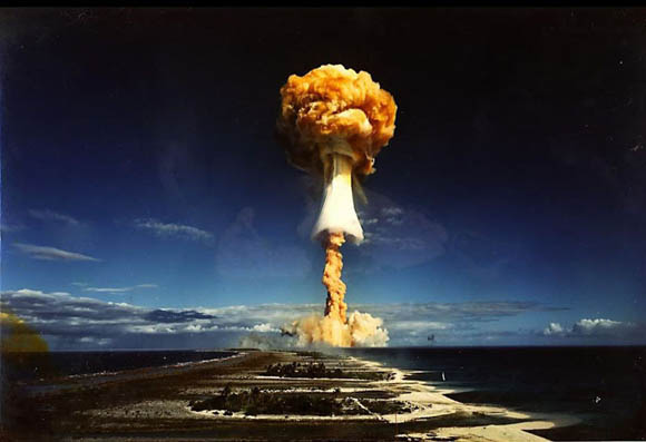 资料图:核弹爆炸升起的蘑菇云.