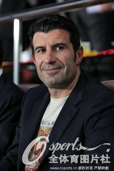 亚冠 耶罗菲戈观战亚冠决赛 球迷纷纷求签名