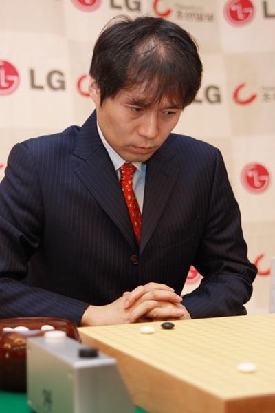 图文:LG杯八强战拉开战幕 日本老将高尾绅路