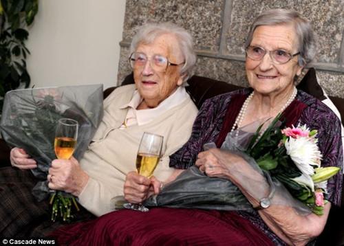 伊芙琳·米德尔顿和她的姐姐伊迪斯·里奇是目前世界上最年长的双胞胎