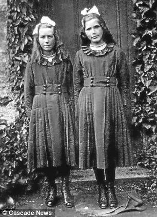 在共同度过的时间里,两位姐妹见证了一个世纪以来人类的冲突和进步