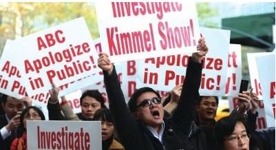 美26城市华人抗议 举旗高呼尊严不可辱 组图