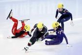 图文:短道世界杯意大利站 女子1000米王濛摔倒