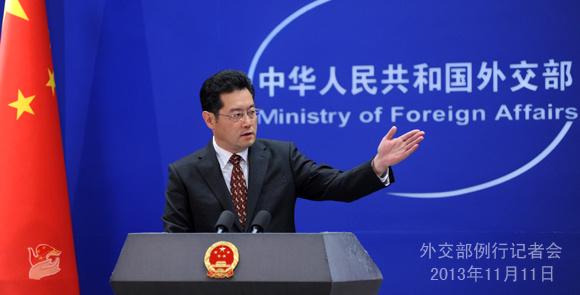 2013年11月11日,外交部发言人秦刚主持例行记者会。