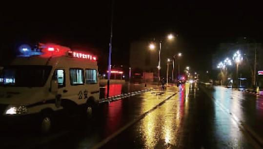 县城全城停电一宿 所有警车出动警灯闪烁巡逻到天亮(图)-搜狐滚动