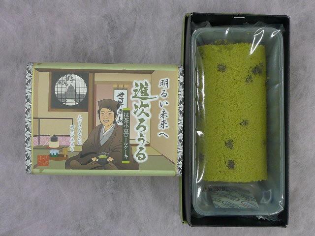 小泉/图为日本首相安倍晋三形象的纪念品。