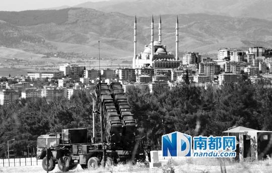 """北约""""爱国者""""防空导弹系统部署在土耳其卡赫拉曼马拉什市。"""