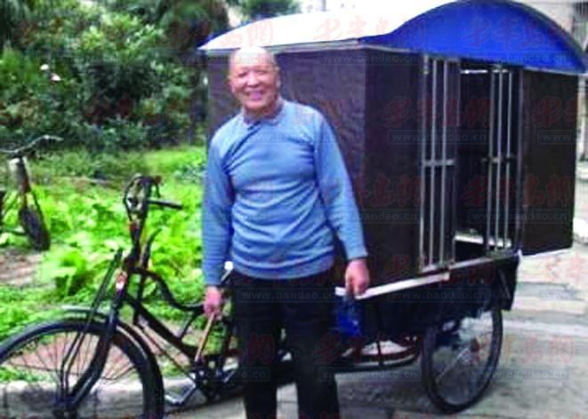 近日,江苏南通市一位年逾古稀的老大爷吴培森正在为自己即将出发的行程做准备,他的交通工具不是飞机汽车,仅是一辆经过简单改装后加了顶盖的三轮车,他的首站是南京。