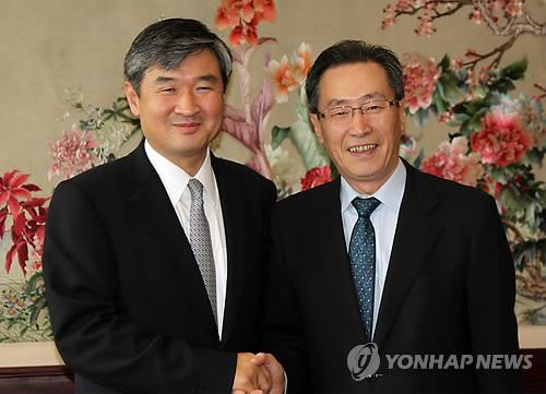 资料图片:六方会谈韩中团长今年6月举行了会晤。韩联社