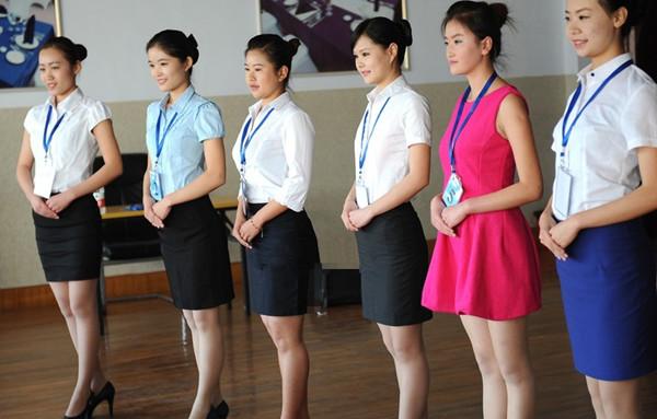 名美女青岛应聘空姐 制服丝袜美丽冻人 组图图片