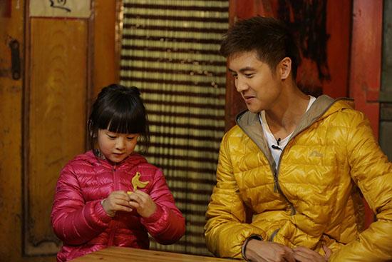 田亮和女儿谈心