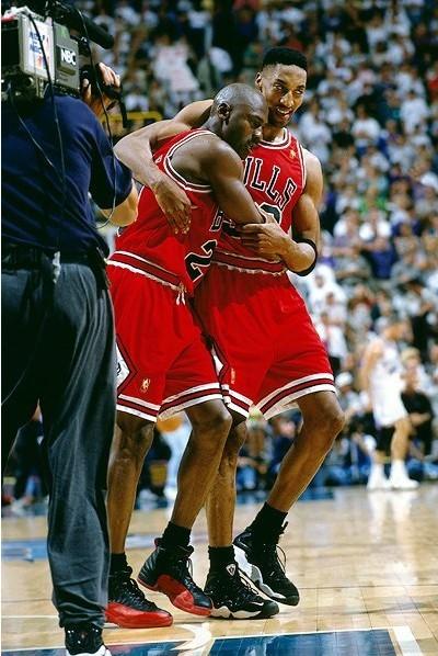 乔丹经典比赛视频_乔丹17年前战靴5000美元起拍-奢侈品频道