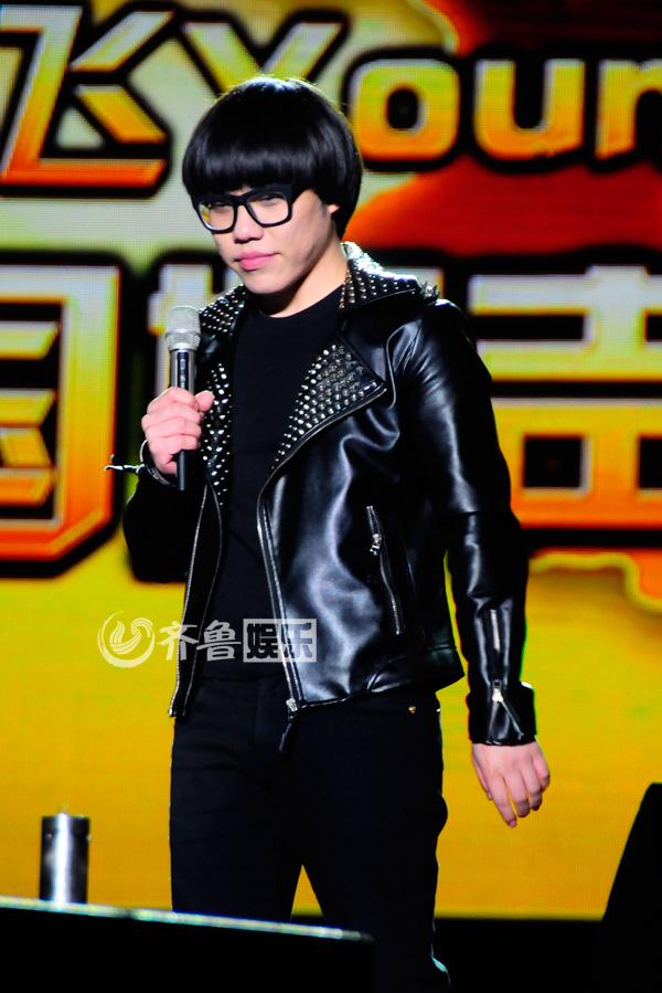 中国好声音学员唱响泉城 姚贝娜侯磊情侣档同台对唱 组图