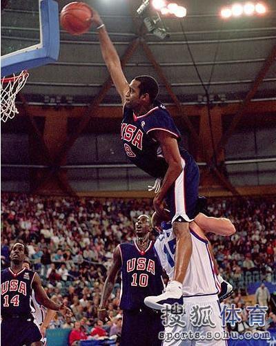 NBA十大隔人骑扣:卡特死亡之扣 乔丹羞辱尤因