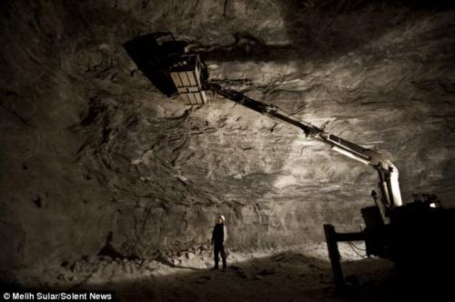 盐矿开采现场