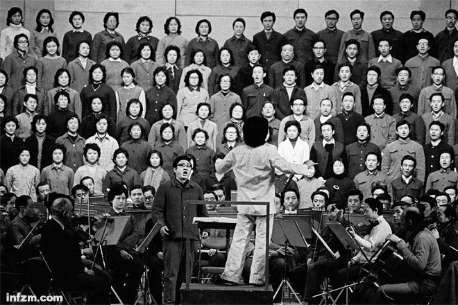 合唱团排练《欢乐颂》