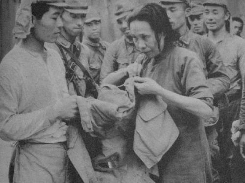 日军摆拍失败的亲善照片(组图)