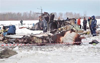 2012年4月2日,俄罗斯紧急行动部门在空难现场进行救援,该架失事飞机从西伯利亚城市秋明起飞不久后坠毁。