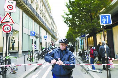 【环球时报驻法国特派记者 王芳】18日,位于巴黎市区的法国左翼大报《解放报》社大楼遭到枪击,一人受重伤。巴黎警方正在全城搜捕凶手,法国各大报社也进入紧急戒备状态。