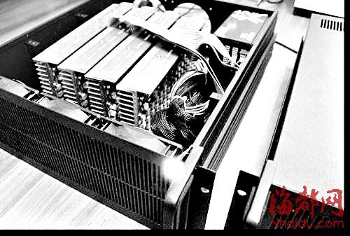 挖矿机由多个精密的芯片组成,需连接或安装在电脑主机中