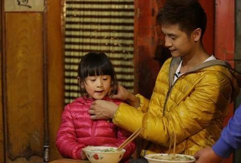 田雨橙与田亮在节目中。