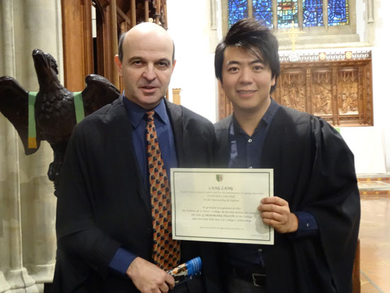 郎朗被牛津大学圣彼得学院院长马克・达马泽授予荣誉院士称号