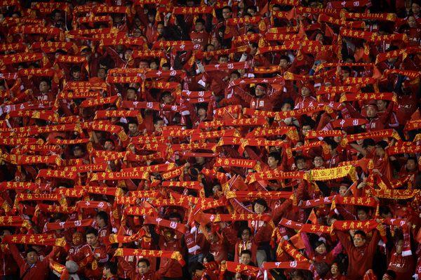 亚预赛图:国足0-0沙特球迷组成围巾墙
