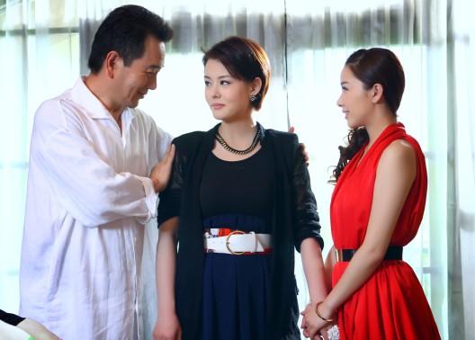 刘一含冒充失散女儿土豪一家团聚
