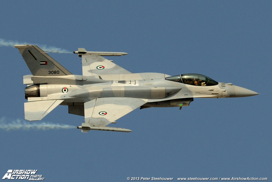 来自巴基斯坦空军枭龙战斗机进行空中飞行表演图片