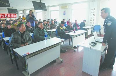 本月截至目前,沈阳交管部门三次大规模集中夜查交通违法行为中,11月5日、11月8日、11月14日分别查获酒驾67起、94起和130起,291人被扣满12分。