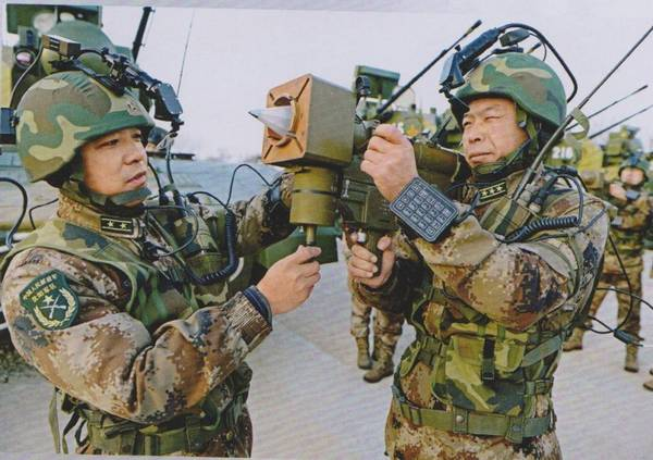 解放军装备新型数字化单兵装备 士兵造型更威猛