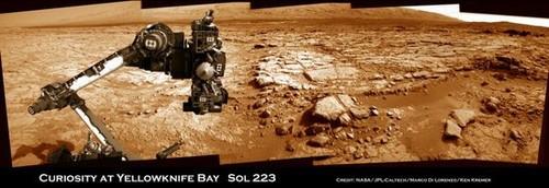 """好奇号在遭受计算机故障后重新""""复活"""",拍摄到火星耶洛奈夫湾盆地全景图像。"""