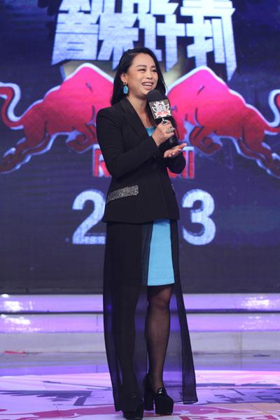 黄绮珊新作品风格遭甄选团质疑
