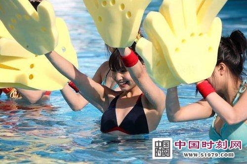 日本比基尼美女水上摔跤大赛