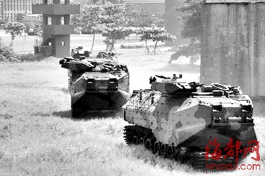 郁方表示,目前台湾已有的54辆aav-7两栖突击车应已图片