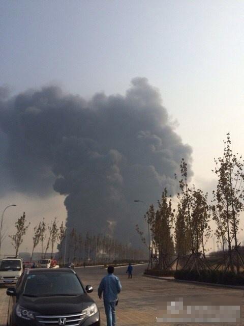 博兴焦炭厂爆炸事件_黄岛爆炸升起蘑菇云 网友乘机空中拍到黑烟(图)-搜狐福建