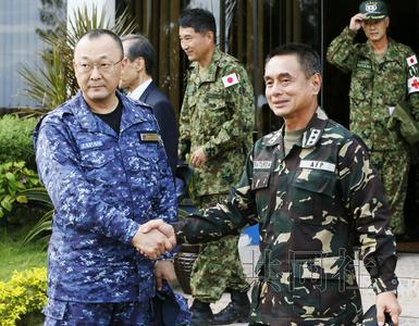 日本自卫队舰艇抵达菲灾区 海外派遣人数创纪录