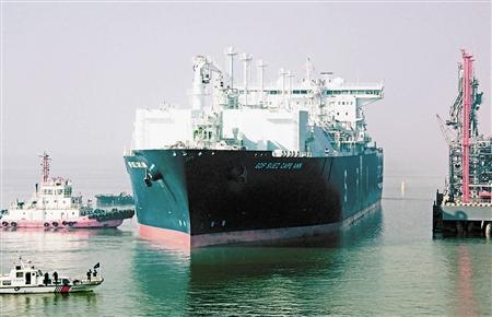 本市建成全国首个浮式天然气码头- 每年提供220万吨液化天然气