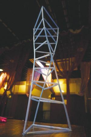 """最喜欢的是一座名叫""""塔式结构""""的摩天楼,整座建筑使用""""三角形模块"""""""