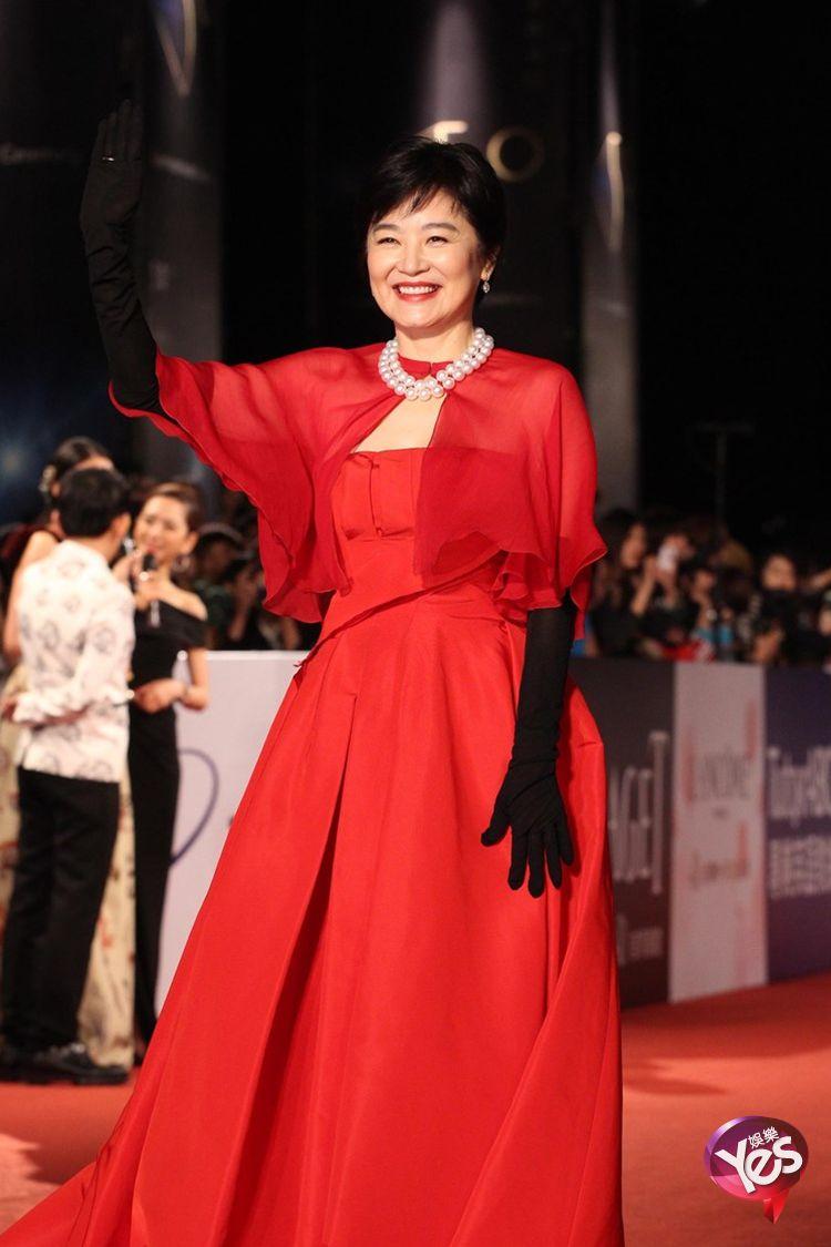...金马奖红毯 舒淇韵味复古装惊艳全场   第48届台湾金马奖女...