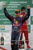 图文:F1巴西大奖赛正赛 维特尔登上领奖台