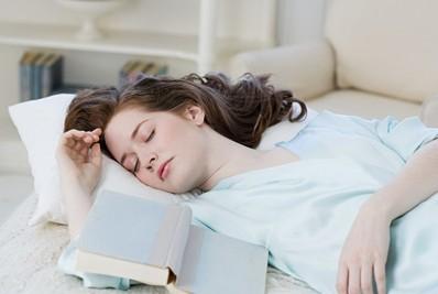 养生必知:哪种睡姿可让人更长寿?