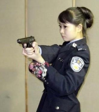 曝光了90后的美女警察王梦溪不雅艳照,引发热传.而@兰州西固公安