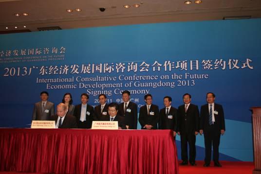 图一:  在朱小丹省长、陈建华市长等领导见证下签署仪式