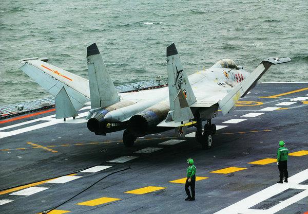 资料图:歼15战斗机在航母上进行起飞作业。