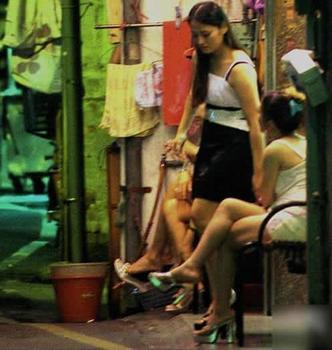 北京站街女当众接客不害臊 男扮女装也行 图