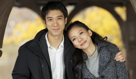 王力宏与女友幸福相拥。