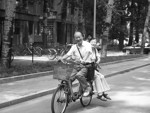 """潘际銮院士86岁了,但""""退休""""仍然是件很遥远的事情。"""